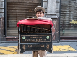 Barrel Organ Player