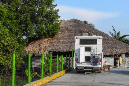 Our boondocking site: the parking lot of Restaurante Tabasquillo